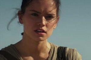 Rey, intrepretada por Daisy Ridley, es una especie de delincuente Foto:Lucasfilm. Imagen Por: