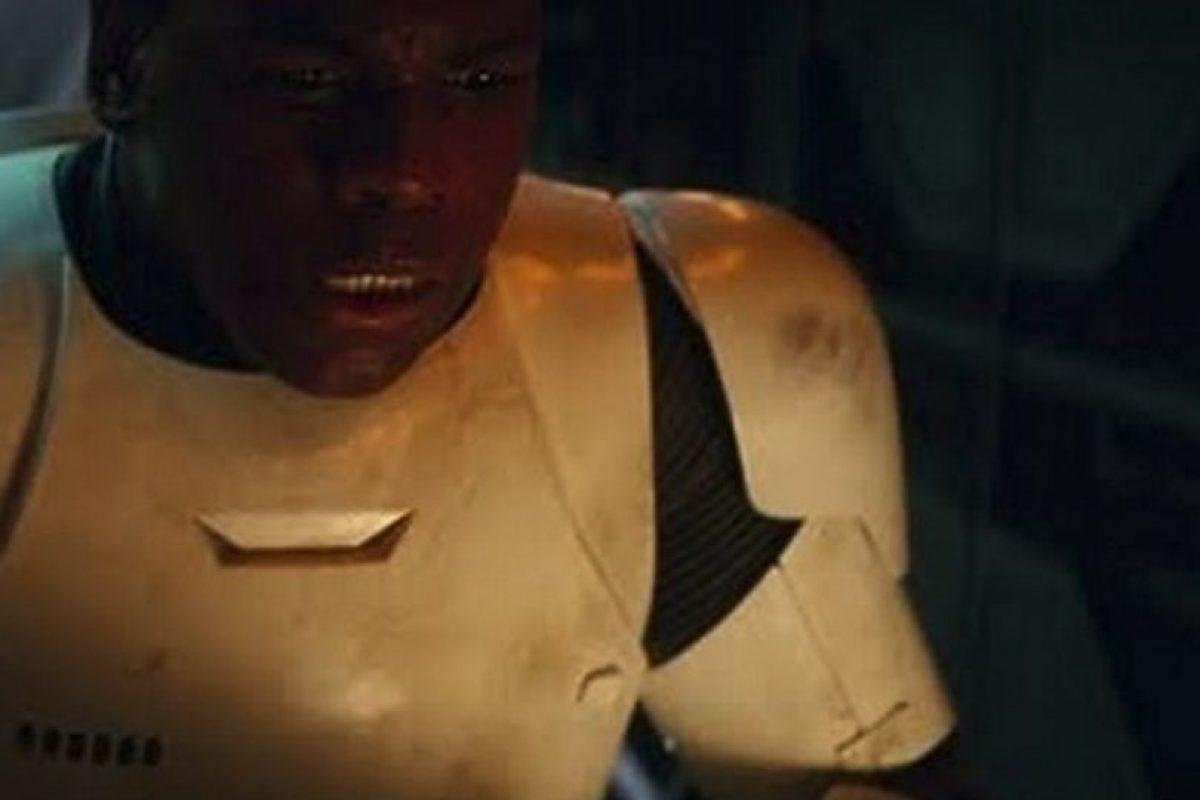 Finn interpretado por John Boyega es un stormtrooper reformado Foto:Lucasfilm. Imagen Por: