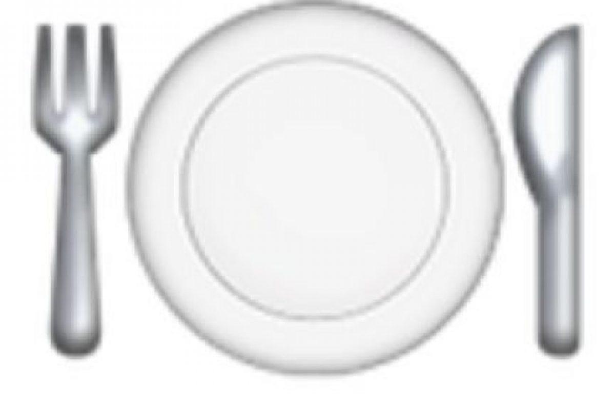 Cubiertos y plato. Foto:vía emojipedia.org. Imagen Por:
