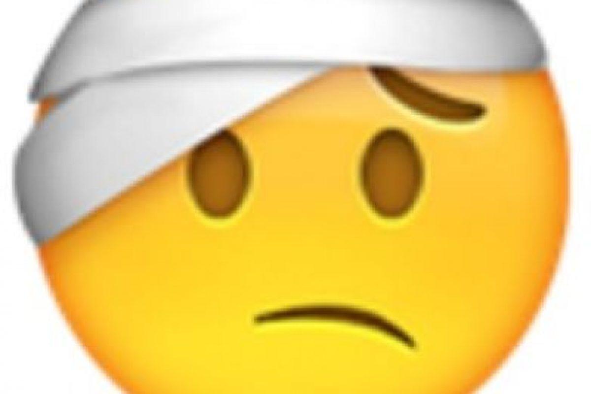 Hombre con vendaje. Foto:vía emojipedia.org. Imagen Por: