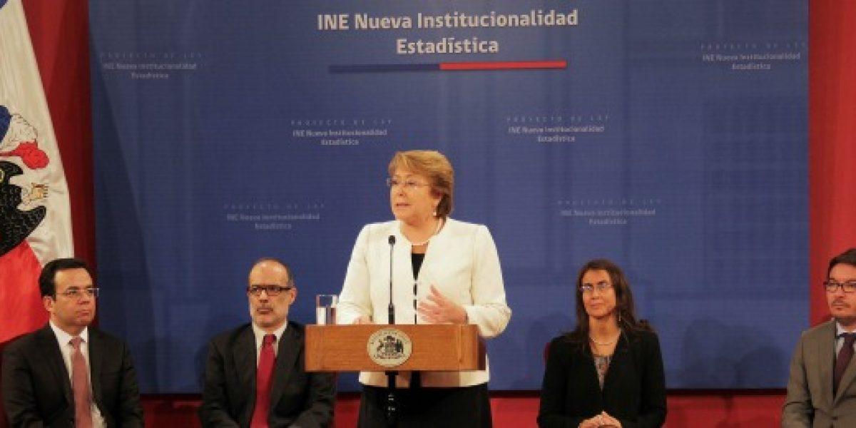 Bachelet firma proyecto que crea un nuevo INE