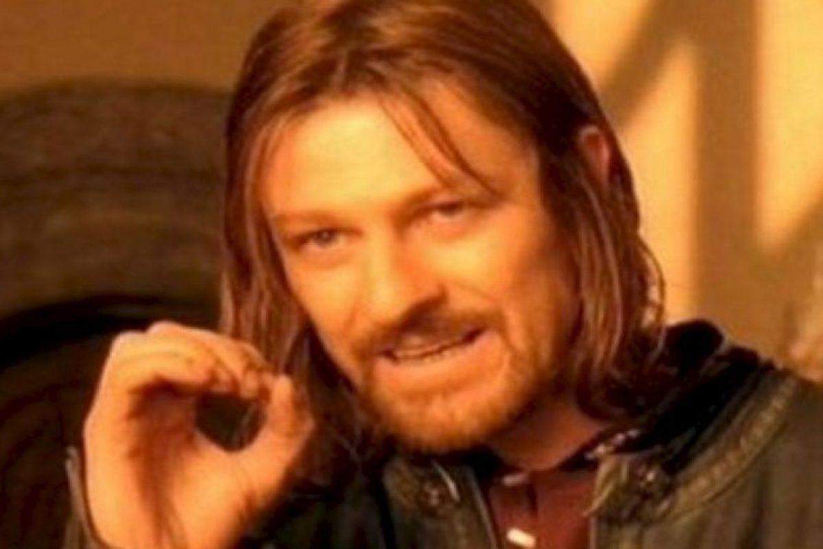 """""""One does not simply"""" mostraba a Sean Bean en su papel de """"Boromir"""", en """"El Señor de los Anillos"""", siendo escéptico. Foto:vía Meme Generator. Imagen Por:"""