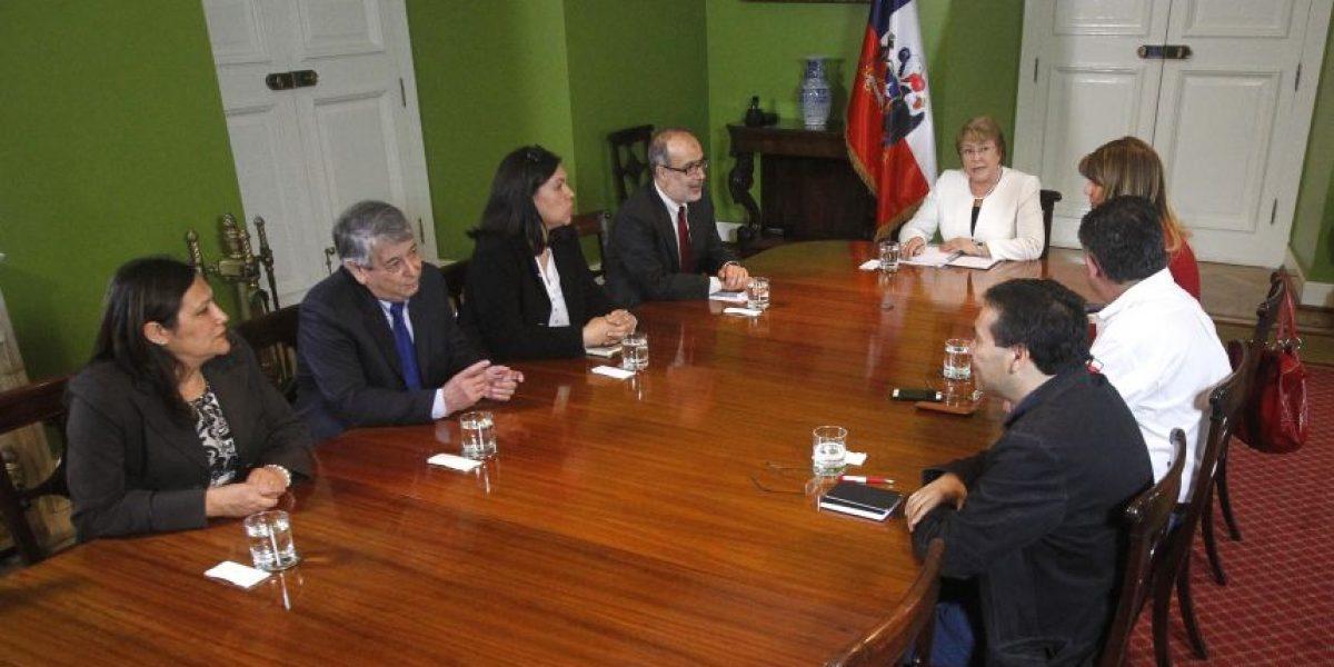 Movilización del Registro Civil marcó reunión entre la CUT y presidenta Bachelet