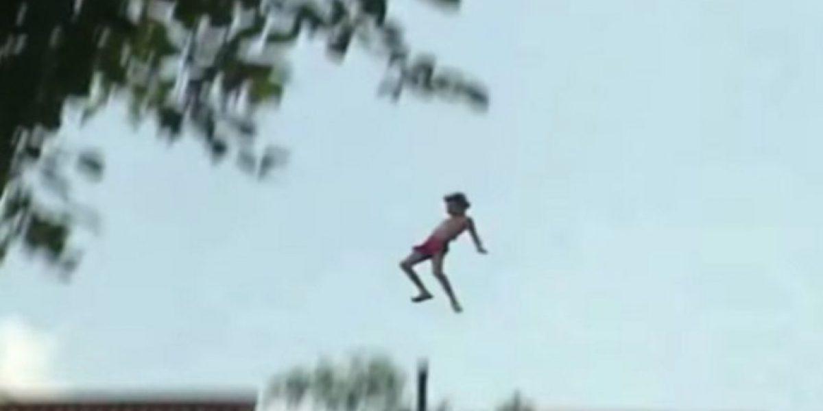 Twitteros recuerdan el día en que Charly García se tiró desde un edificio a una piscina