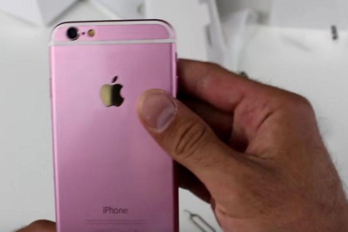1) El color rosa es demasiado intenso. Foto:Techvarium / YouTube. Imagen Por: