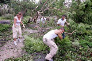 2005, Huracán Katrina. Se formó sobre las Bahamas y comenzó siendo un huracán de categoría 1, tocando tierra en el norte de Miami por primera vez. La fuerza de este fenómeno desplazó a 150 mil personas que se repartieron entre el estado de Texas, el de Luisiana y el de Mississippi. Foto:Getty Images. Imagen Por: