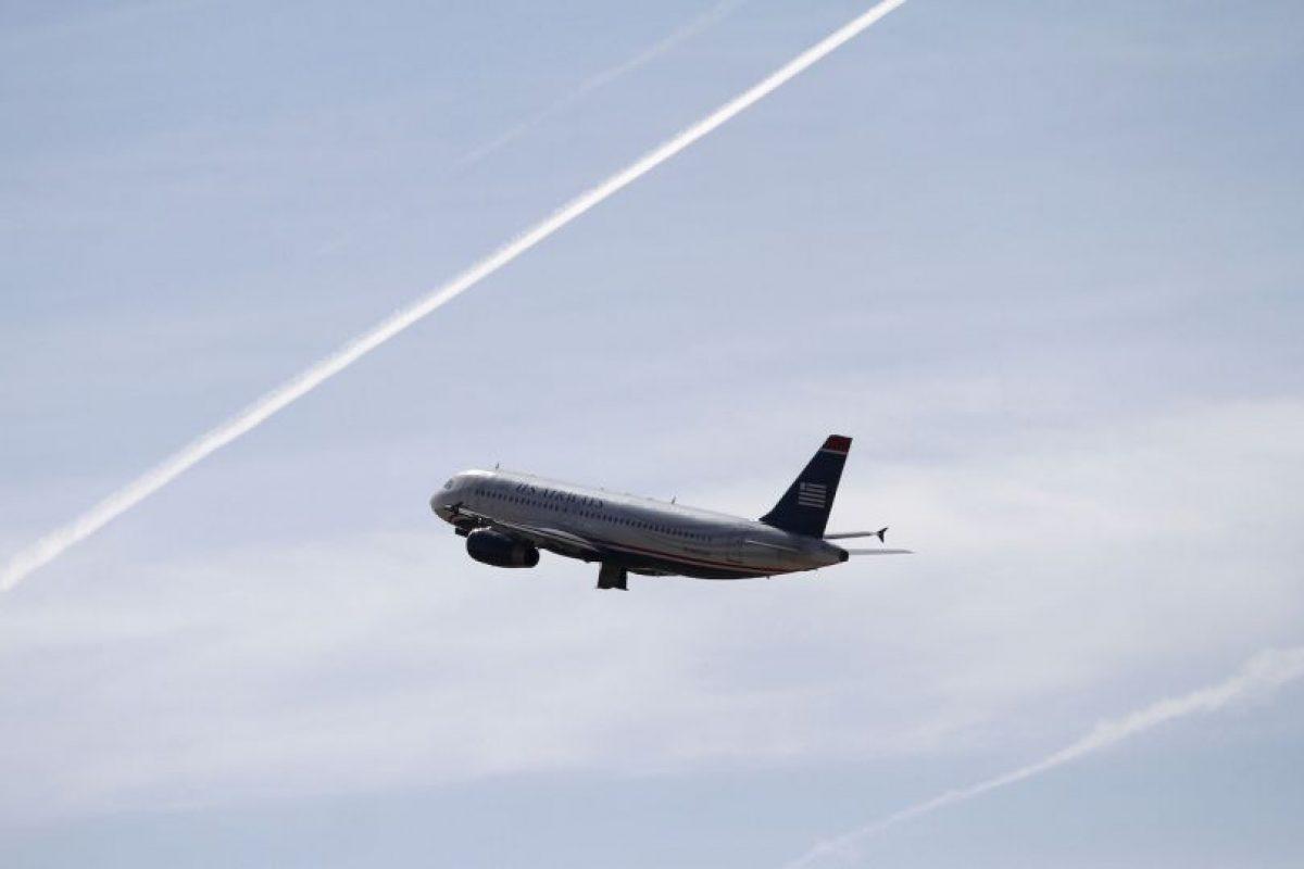 Algunas de las razones para no beber durante vuelos son: Foto:Getty Images. Imagen Por: