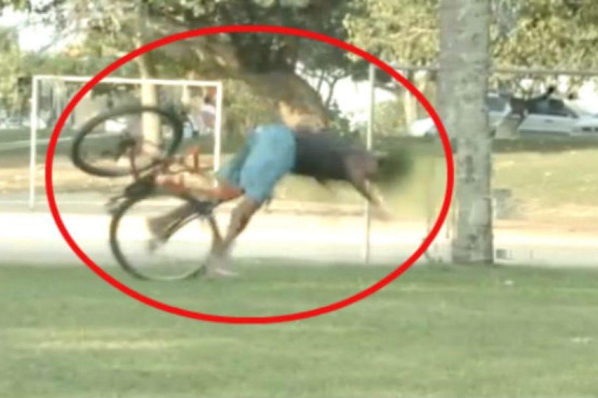 Momentos graciosos en la bici Foto:Vía Youtube/OsPrimitivos. Imagen Por: