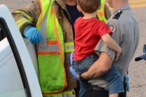 Testigos dijeron que el niño agarró el volante y condujo el camión a través de carriles de tráfico. Foto:AP. Imagen Por: