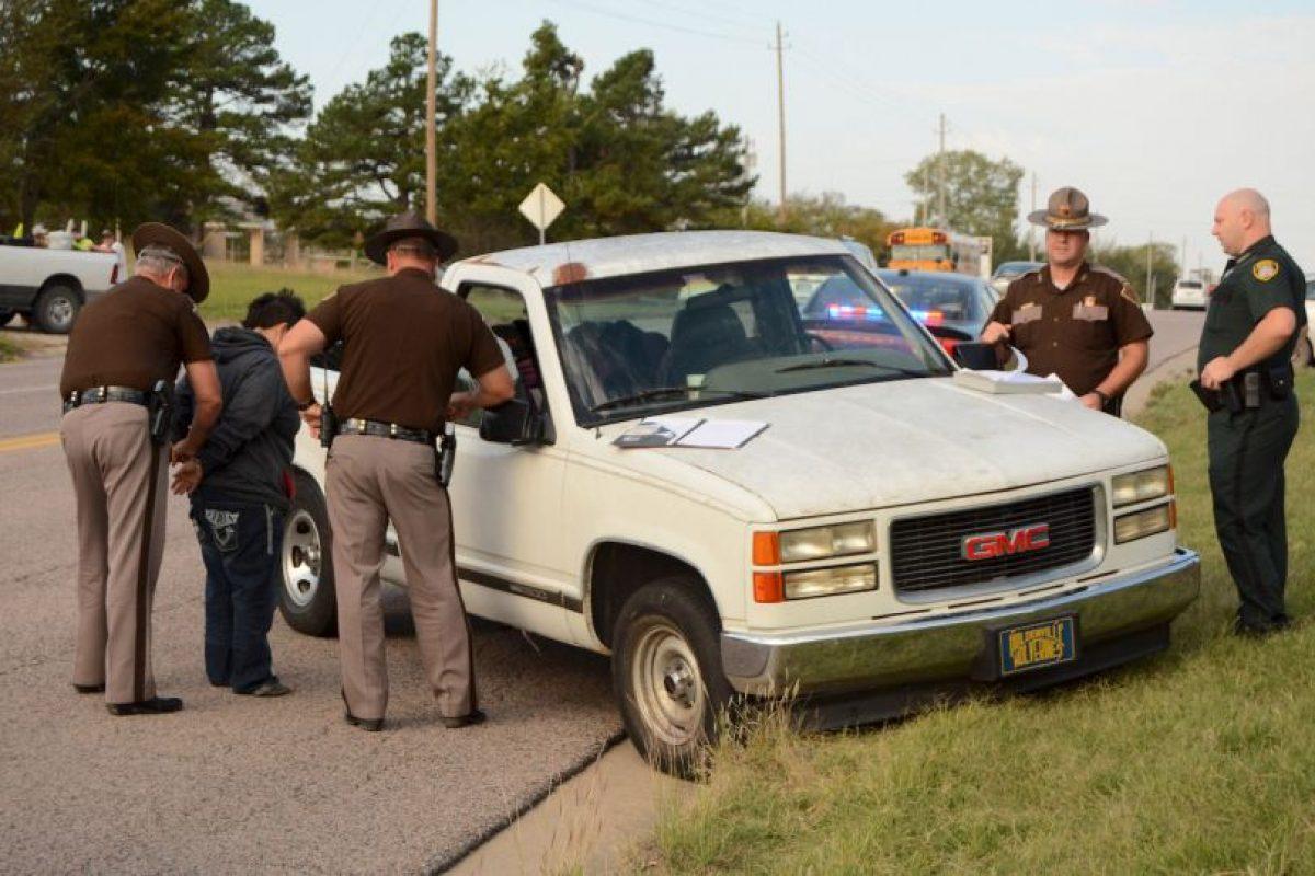 La policía le hizo un aprueba de sobriedad a la madre. Foto:AP. Imagen Por:
