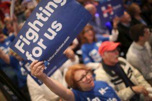 La campaña de Clinton ha estado rodeada de polémicas, sin embargo la candidato ha sabido la vuelta y recuperarse. Foto:AFP. Imagen Por: