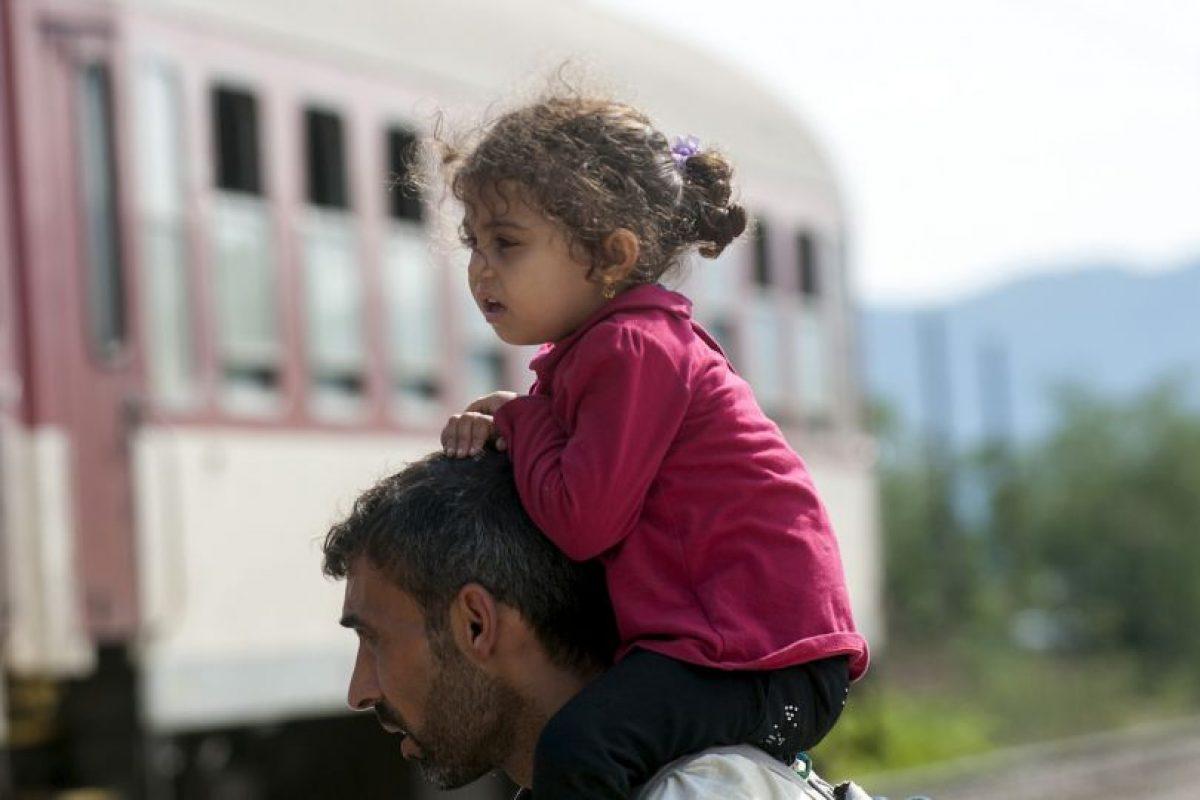 De su embarcación 15 personas fueron rescatadas y otras siguen desaparecidas. Foto:AFP. Imagen Por: