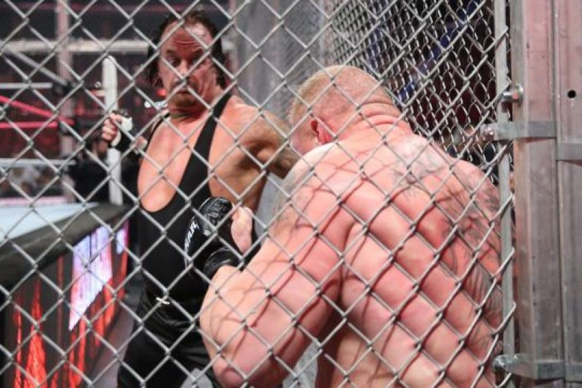 Celebraron una brutal pelea dentro de la jaula Foto:WWE. Imagen Por: