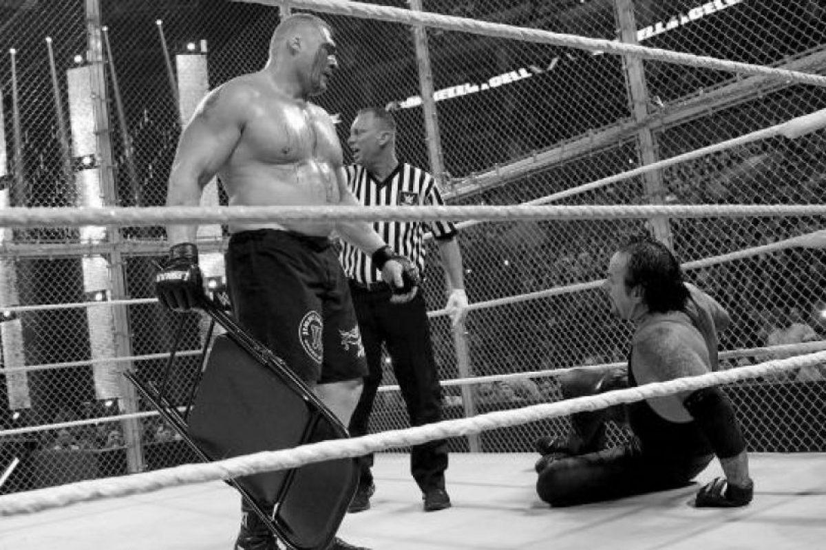 Al final, Lesnar se llevó la victoria Foto:WWE. Imagen Por: