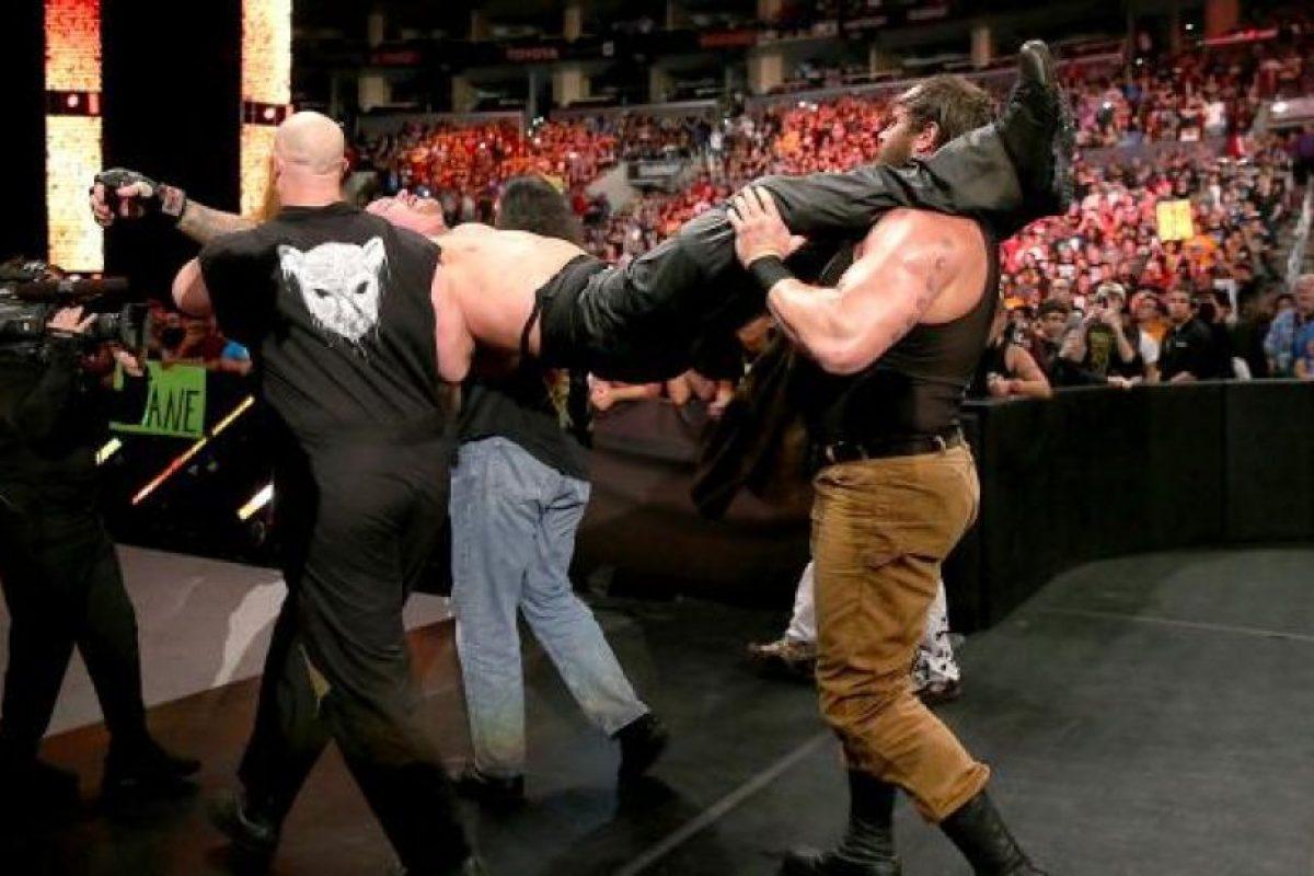 """Y al final, """"secuestraron"""" al """"Hombre muerto"""" Foto:WWE. Imagen Por:"""