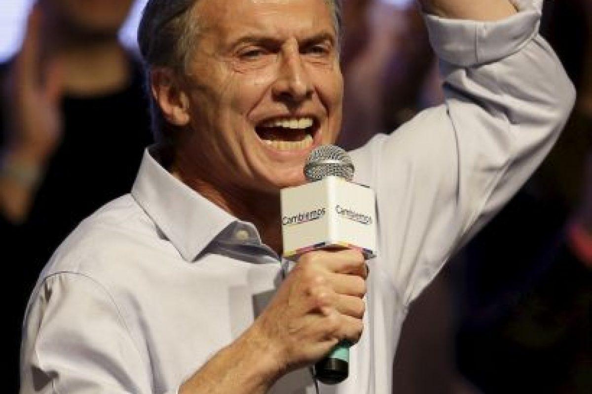 """Y es que ninguna encuestadora había previsto este panorama: el opositor Mauricio Macri quedó a dos puntos porcentuales del candidato oficialista, Daniel Scioli, del partido """"Frente para la Victoria"""". Foto:AP. Imagen Por:"""