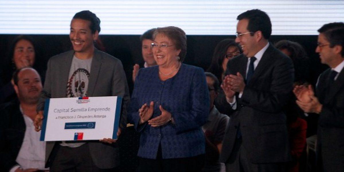 Presidenta entregó certificados de Capital Semilla a emprendedores