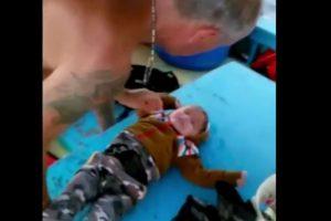 El pequeño Muhammad Hasan fue salvado por unos pescadores. Foto:Vía Youtube. Imagen Por: