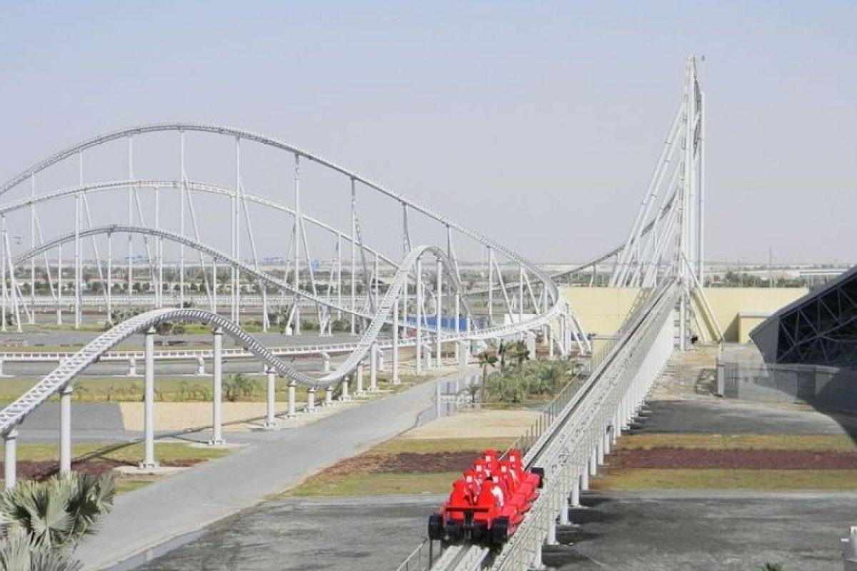 Parque: Ferrari World. Localización: Isla Yas, Abu Dhabi, Emiratos Árabes Unidos. Altura: 52 m. Velocidad: 240 km/h. Longitud: dos mil 70 m. Caída: 51 m Foto:Wikimedia. Imagen Por:
