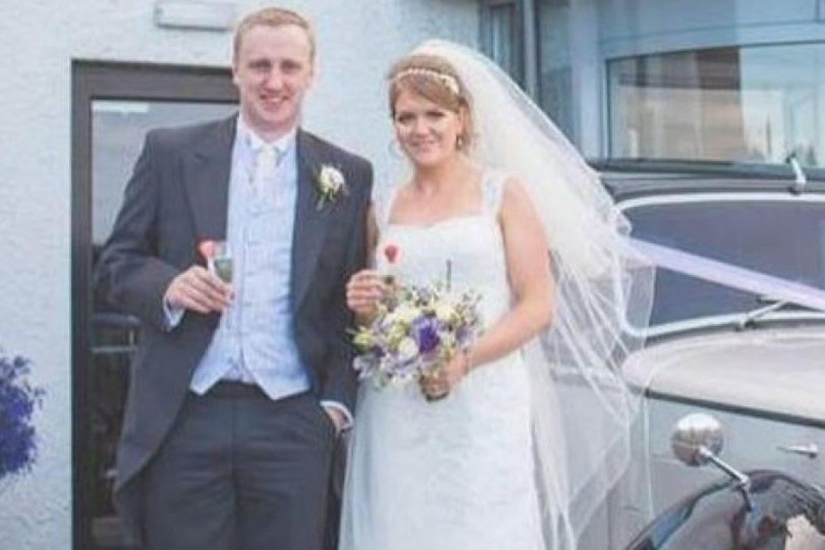 Así lucía la pareja el día de su boda. Foto:Vía Facebook. Imagen Por: