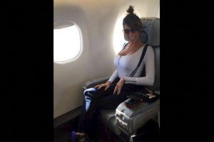 Según contó la vedette, los pilotos de la aerolínea local Austral, la dejaron entrar a la cabina y, además, le permitieron que tomara el control de la aeronave. Foto:Vía twitter.com/vxipolitakisok. Imagen Por: