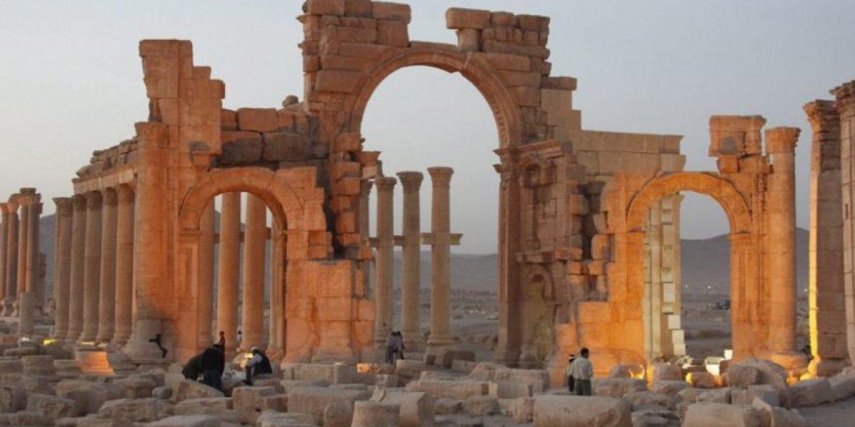 El EI encadena a tres personas a columnas y luego las dinamita en Palmira