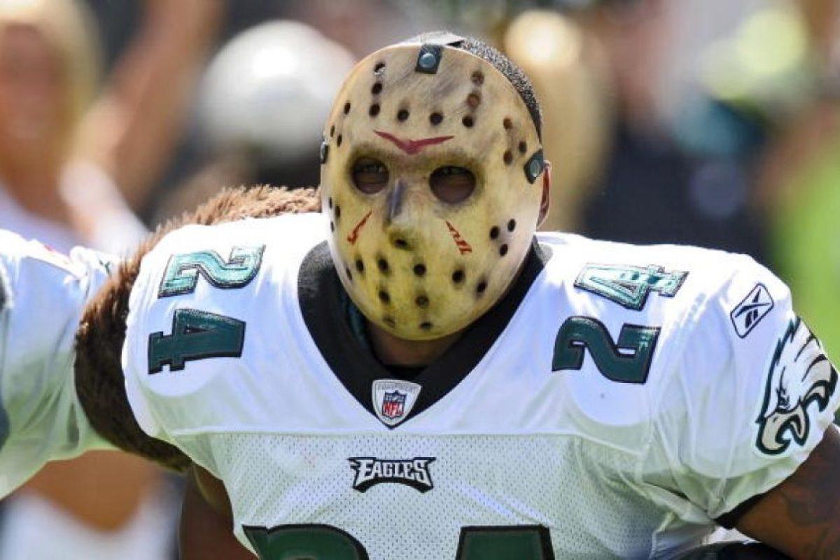 Con esta máscara apareció en 2009, Sheldon Brown, esquinero de las Águilas de Filadelfia. Foto:Getty Images. Imagen Por: