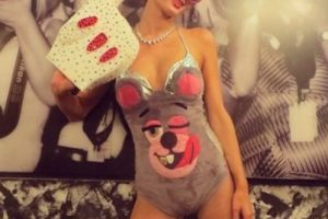Y no hay que olvidar la parodia de Paris Hilton a Cyrus. Foto:vía instagram.com/parishilton. Imagen Por: