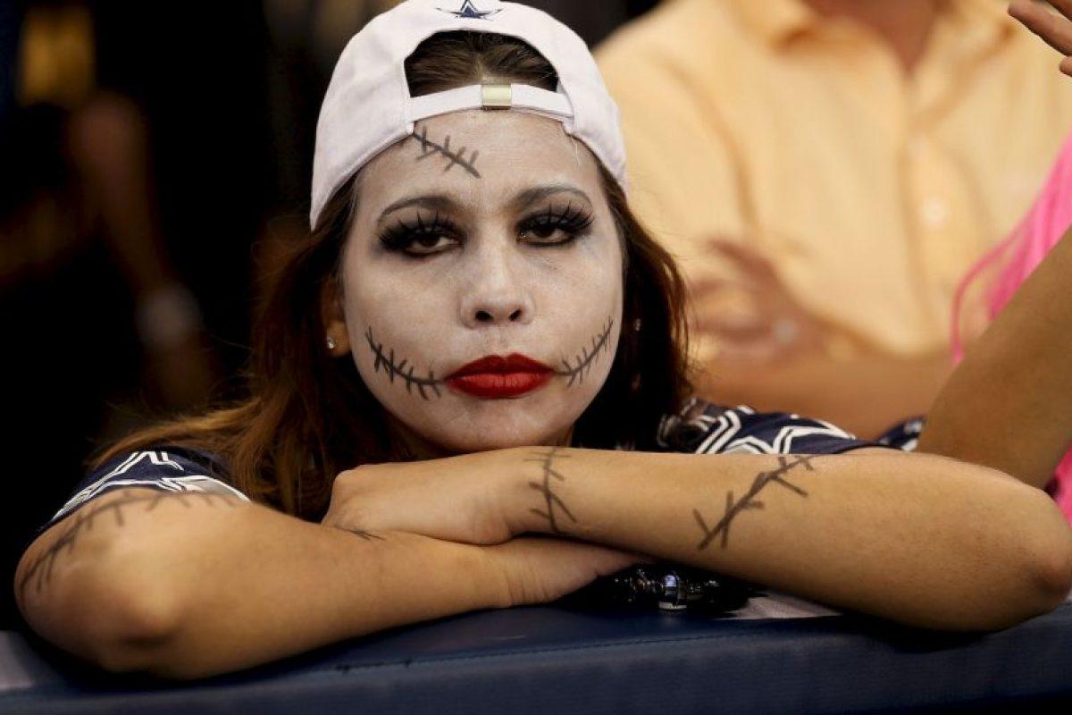 """Esta seguidora de los Cowboys de Dallas llegó al estadio con muchas """"heridas"""". Foto:Getty Images. Imagen Por:"""