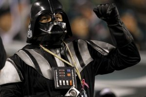 """Y """"Lord Vader"""" apoya a las Águilas de Philadelphia. Foto:Getty Images. Imagen Por:"""