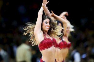 7. Las impresionantes cheerleaders que engalanan las duelas Foto:Getty images. Imagen Por: