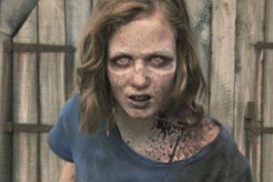 Las esperanzas de encontrarla con vida se vieron destruidas cuando, en el granero donde Hershel mantenía un grupo de zombies con la esperanza de curarlos, apareció en pie la hija de Carol Foto:AMC. Imagen Por: