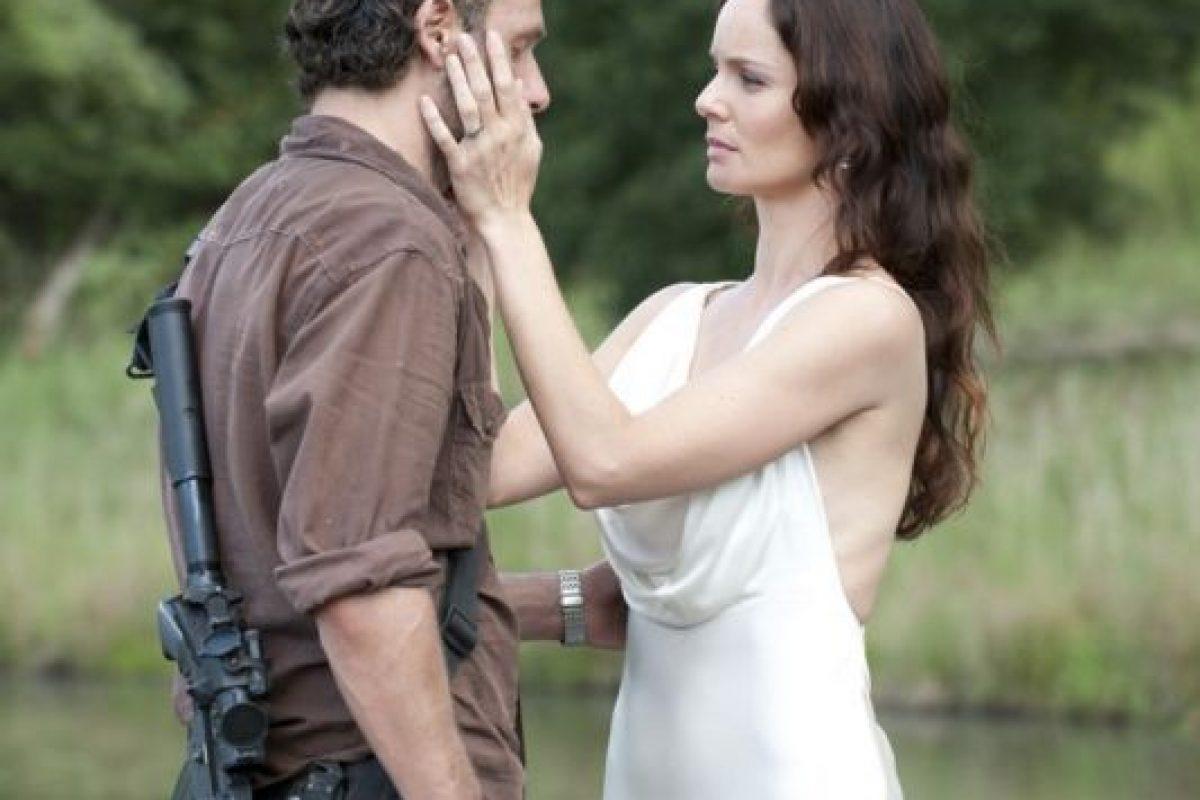 Madre de Carl y esposa de Rick, comenzó una relación con Shane, excompañero de Rick en los cuerpos policiales al creer que su esposo había fallecido Foto:AMC. Imagen Por: