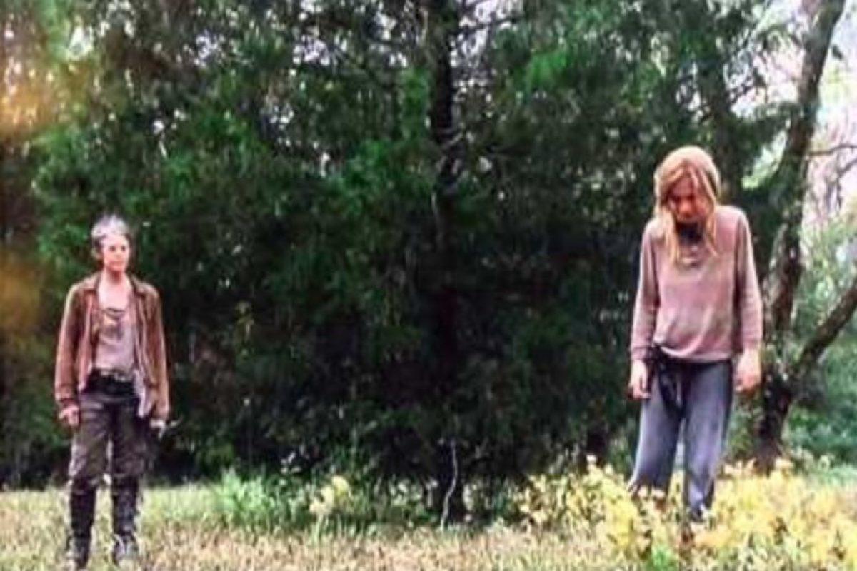 Los conflictos mentales que se plantea Lizzie sobre la muerte provocan que asesine a su hermana menor. Carol posteriormente la ejecuta Foto:AMC. Imagen Por: