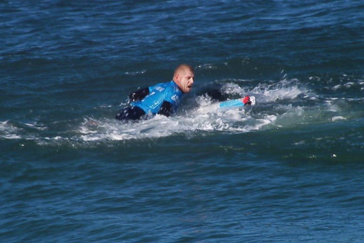 El deportista pateó al tiburón y logró zafarse. Foto:AFP. Imagen Por: