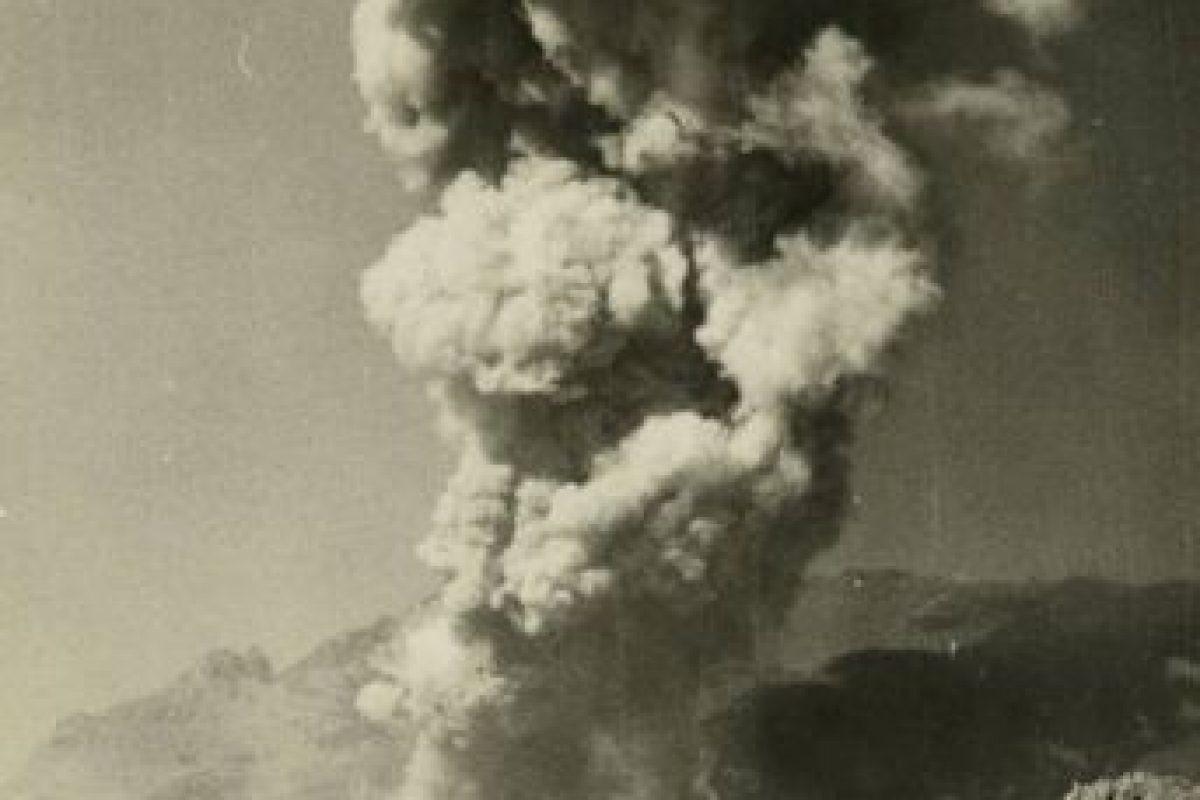 Otra vista del volcán Calbuco en erupción en 1961.Edificio de la Estación Mapocho de Santiago en construcción, 1910. Foto:Fotos Históricas de Chile. Imagen Por: