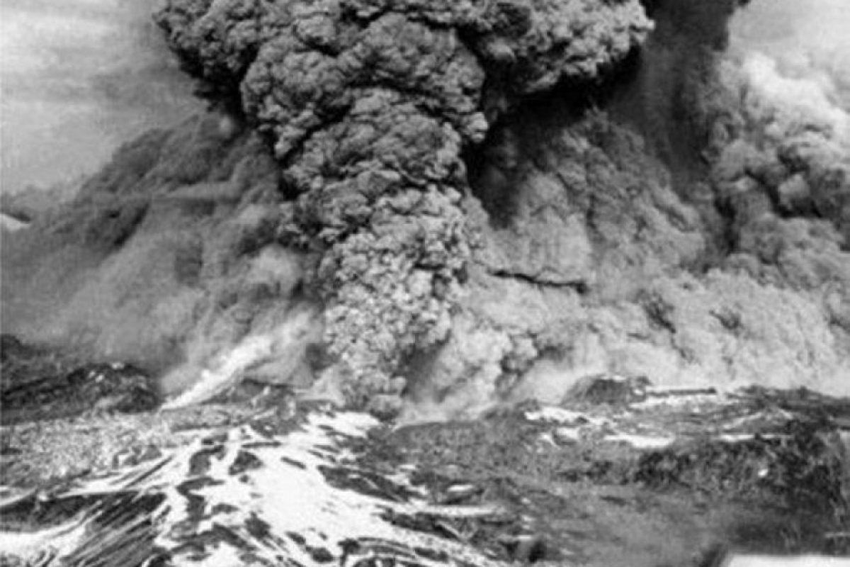Erupción del Cordón del Caulle provocada por el gran terremoto de Valdivia el 22 de mayo de 1960. Foto:Fotos Históricas de Chile. Imagen Por: