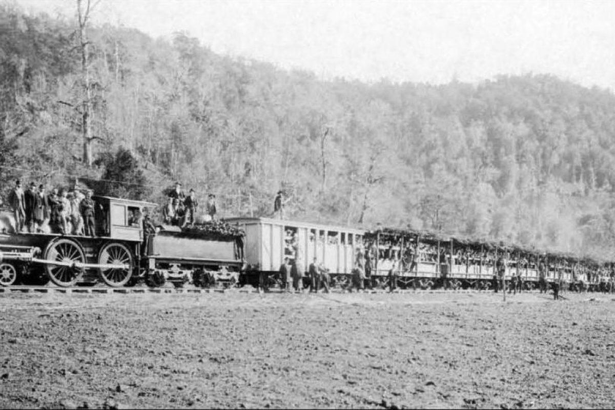 Inauguración ferrocarril de Valdivia a Osorno en 1894. Foto:Fotos Históricas de Chile. Imagen Por: