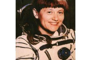 4. La primera mujer en realizar una caminata espacial fue la rusa Svetlana Savitskaya, el 25 de julio de 1984 Foto:Wikimedia.org. Imagen Por: