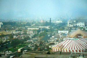 Vista de Avenida Alameda, sector General Velásquez de Santiago. 1985. Foto:Fotos Históricas de Chile. Imagen Por: