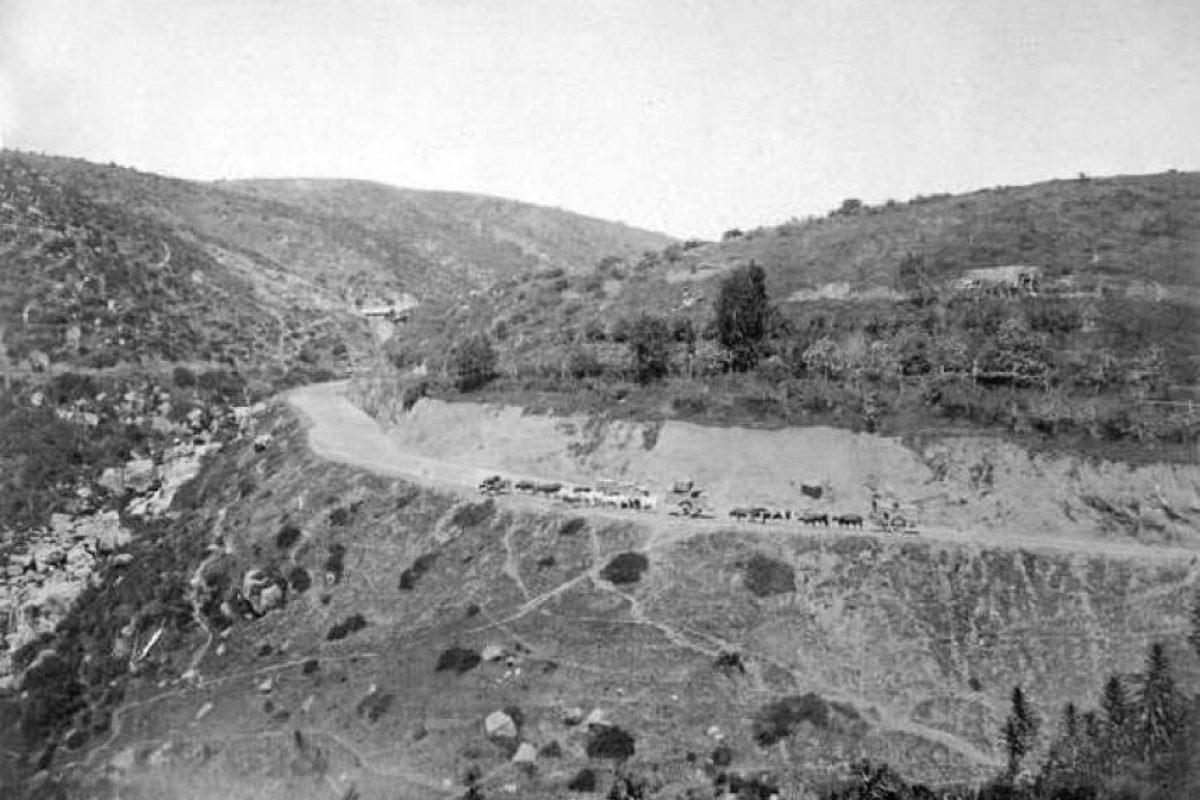 Camino Santiago – Valparaiso en 1865. Foto:Fotos Históricas de Chile. Imagen Por: