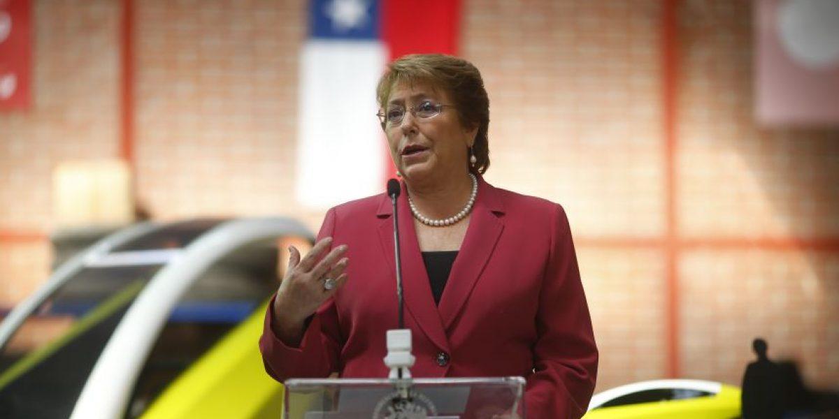 Cerc: 53% de los chilenos cree que Gobierno de Bachelet ha sido peor de lo esperado
