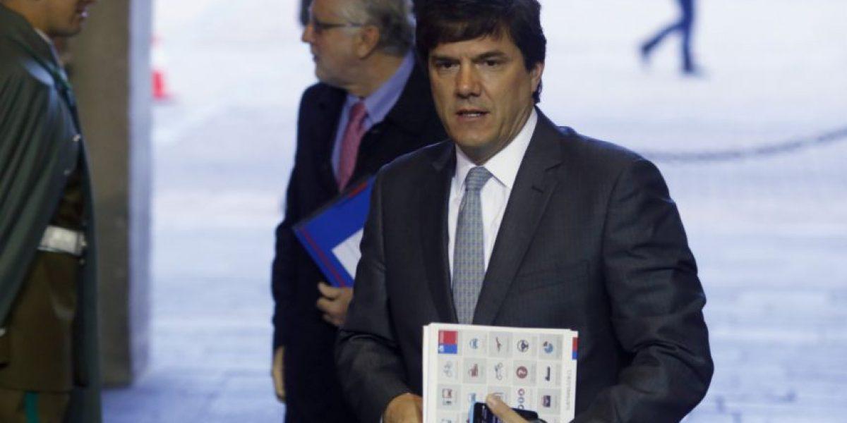 Ministro Gómez-Lobo firmó en París  acuerdo de colaboración en el área espacial