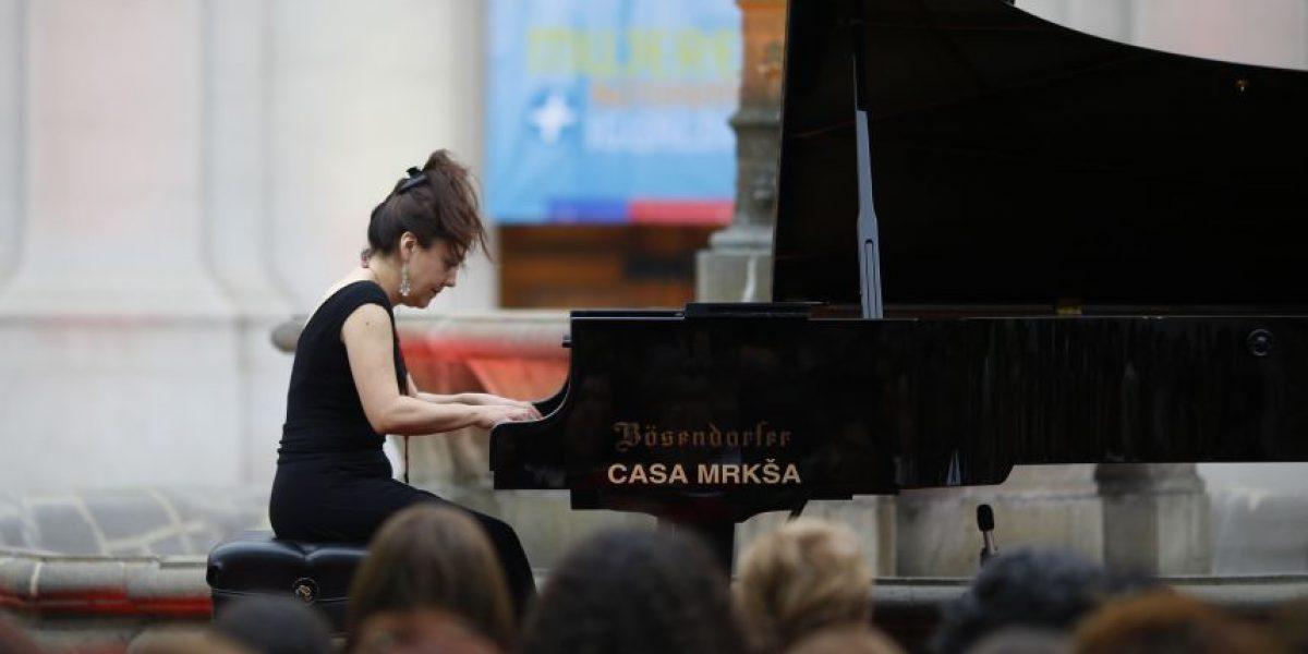 María Paz Santibáñez dio concierto en aniversario de Prodemu en La Moneda