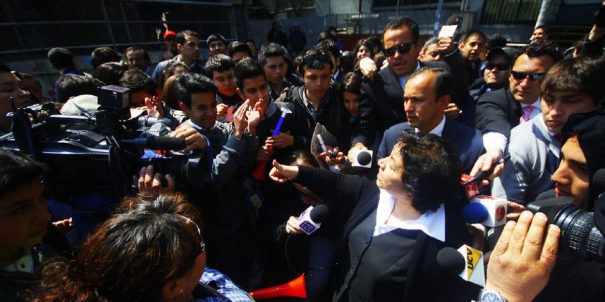 A un mes del paro del Registro Civil: lanzan monedas a Nelly Díaz