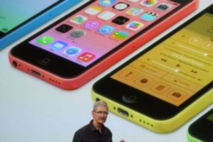 Tim Cook en la presentación del iPhone 5s y iPhone 5c el 10 de septiembre de 2013. Foto:Getty Images. Imagen Por: