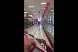 Sucedió en Campbell, California, en Estados Unidos, donde en los altavoces de la tienda se escuchó una película pornográfica Foto:YouTube – Gina Young. Imagen Por: