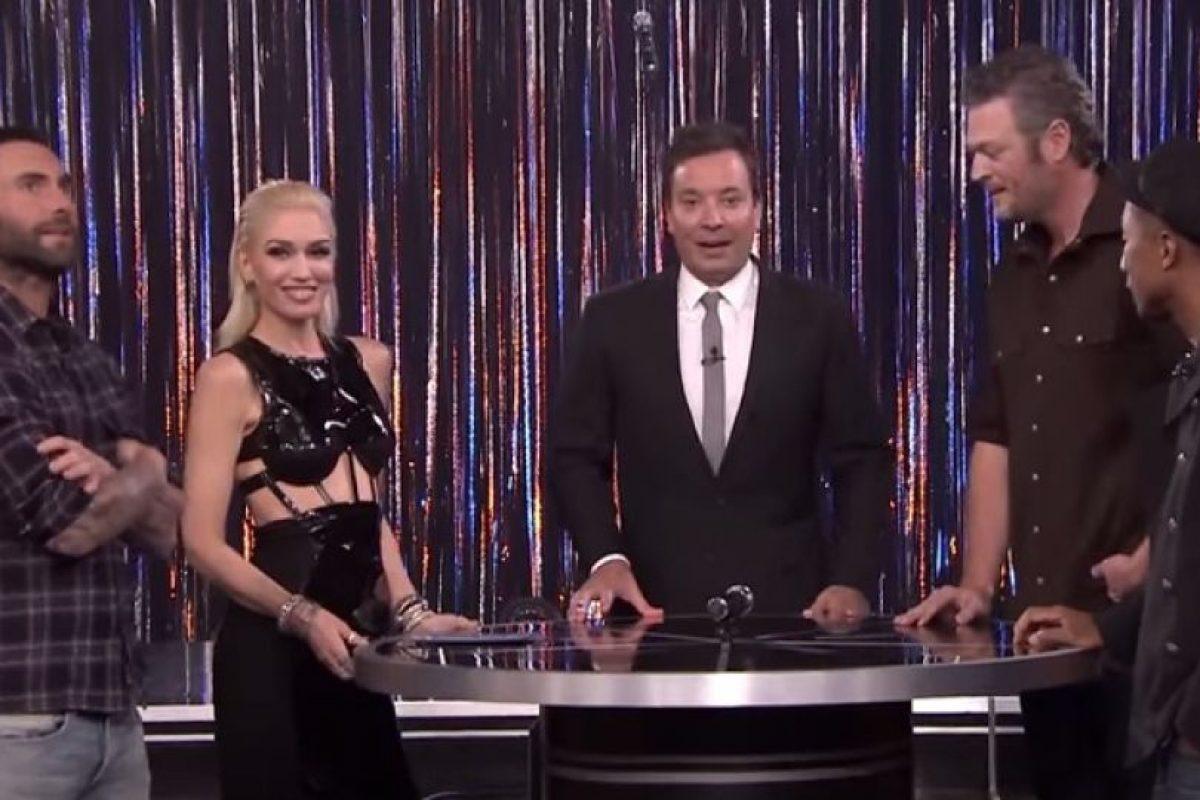 """Adam Levine fue invitado junto con Gwen Stefani, Pharrell y Blake Shelton a participar en el juego """"Spin the Microphone"""" del programa de Jimmy Fallon Foto:YouTube/TheTonightShowStarringJimmyFallon. Imagen Por:"""