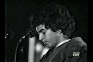 De joven (1977) seguramente tenía problemas con la peineta Foto:Reproducción. Imagen Por:
