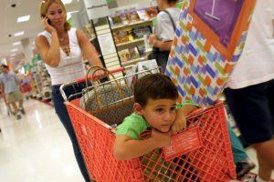 De acuerdo al testimonio de Gina Young, sus hijos comenzaron a llorar cuando escucharon la película. Los demás clientes comenzaron a gritarle a los empleados Foto:Getty Images. Imagen Por: